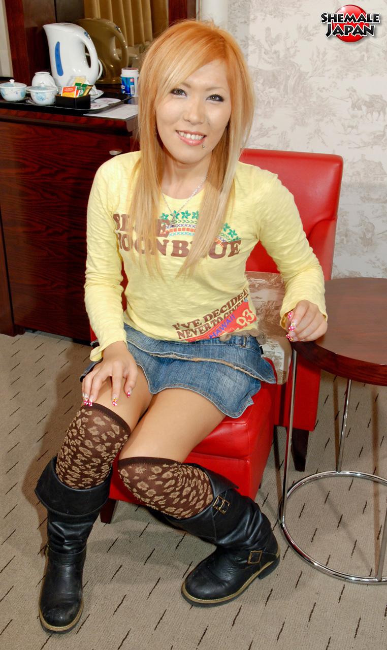 TGirl Japan: Kana – Flirty And Fun Newhalf!