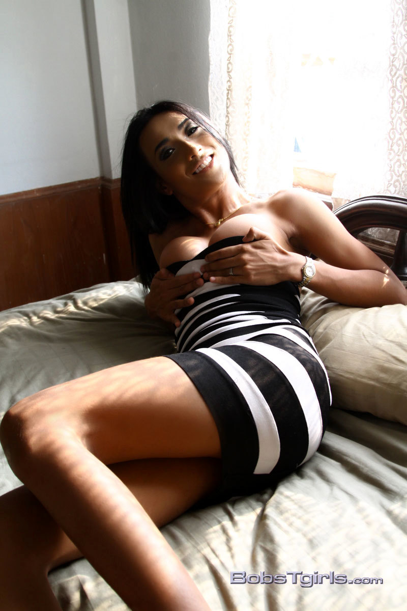 Sammi Posing Her Juicy Long Ladystick