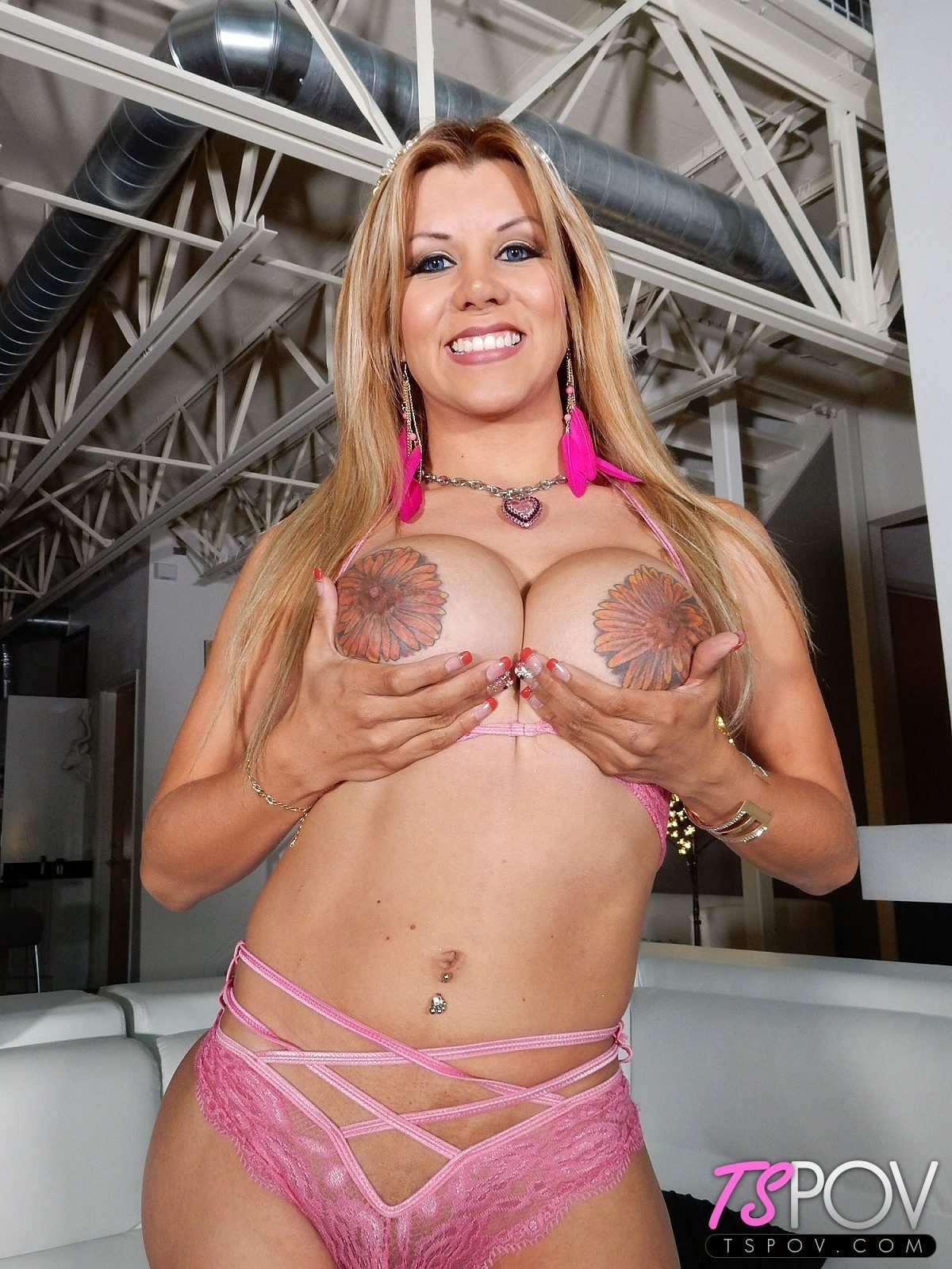 Mexican Superstar Naomi Chi Is Absolutely Sensual And Very