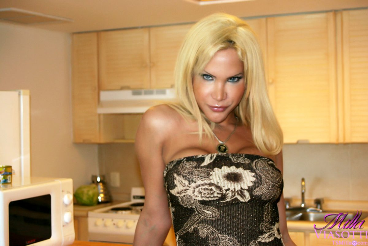 Kissable Transsexual With Great Curves Taking Off Her Dress