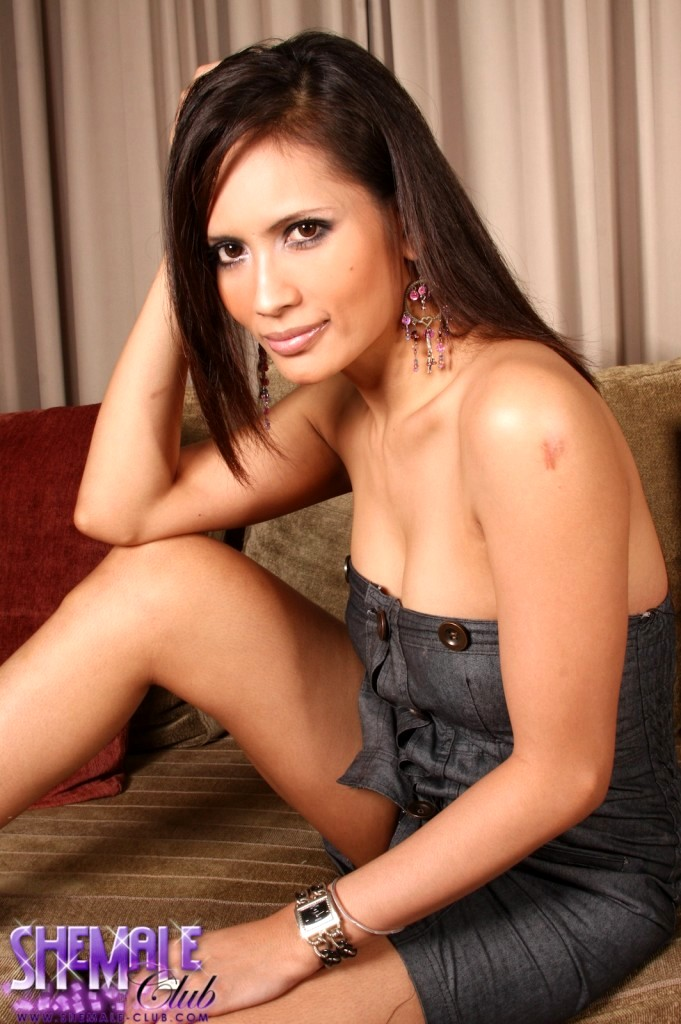 Pretty Transexual Angie Showing Her Voluptuous Ass-Hole And Thick Penis