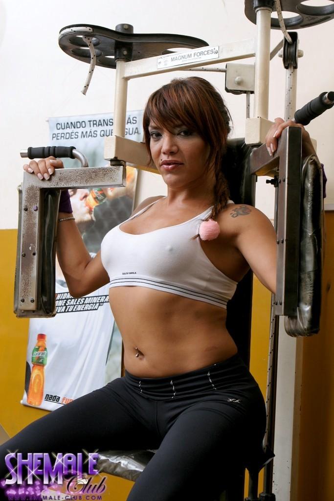 Sensual Tranny Belen Masturbating In The Gym