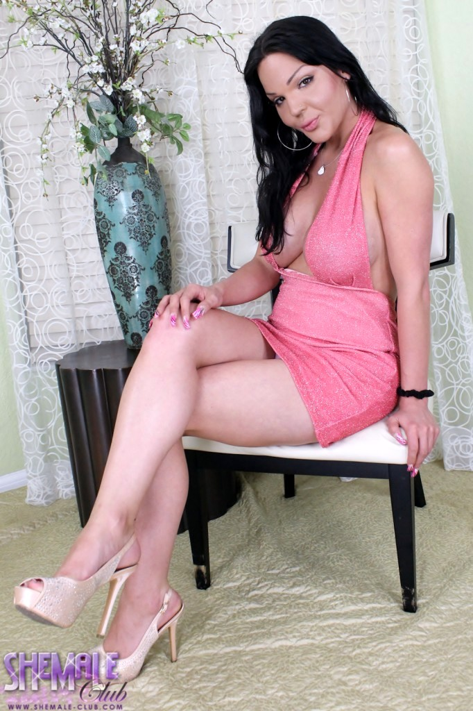 Gorgeous Madison Shows Her Goodies