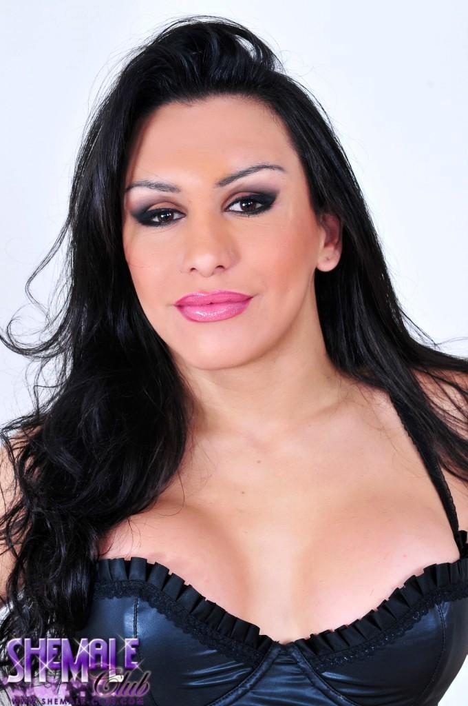 Pretty Brunette T-Girl Ivana Spears Shows Her Tool