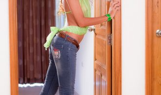 All Natural Shemale Am In Tight Blue Jeans And No Panties