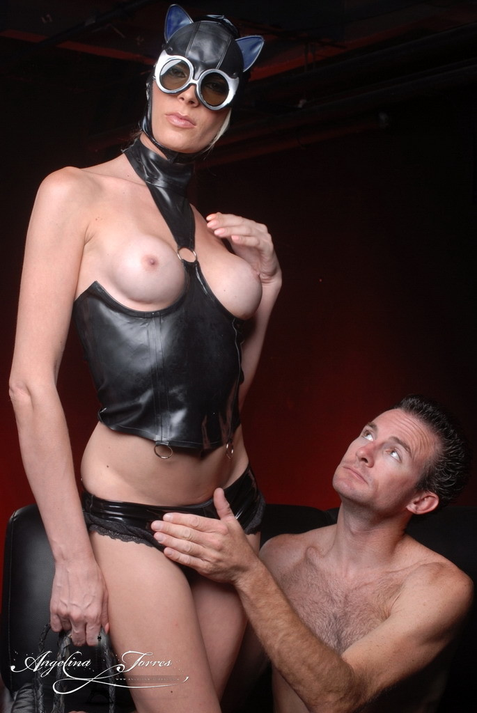 Transsexual CatwoDude Angelina Destroys A Dude