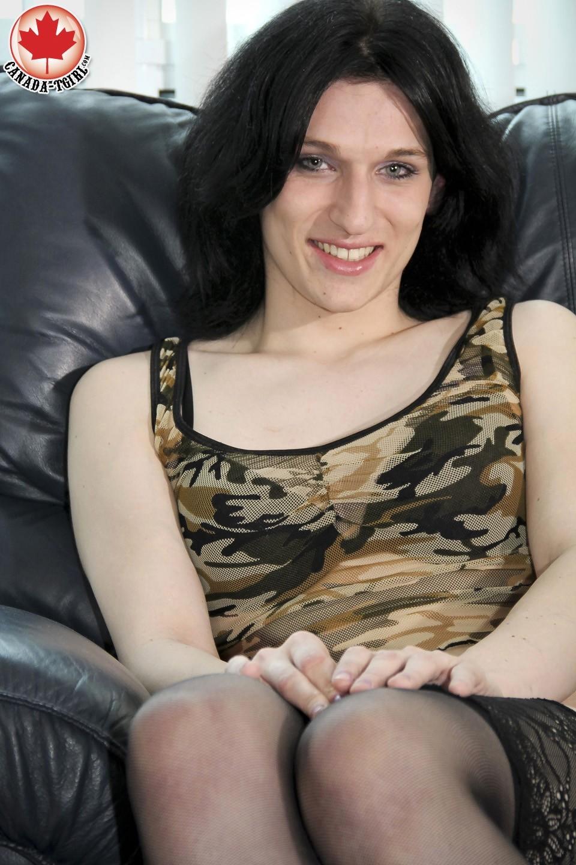 T-Girl Maria Skye Loosing Her Outfit