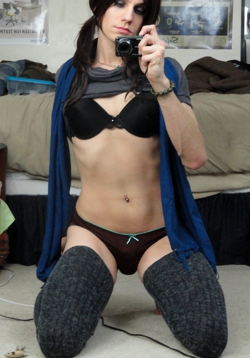 Shemale Tilly Reynolds Pierced Belly Button