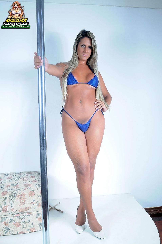 Gabrielly Close Lookign Sweet In Blue Bikini And Long Blo