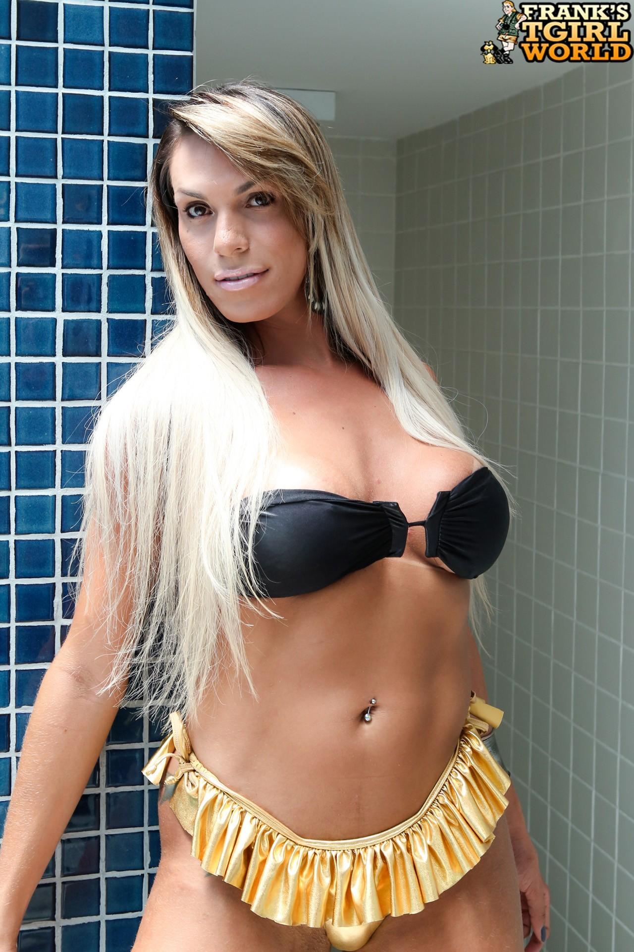 Camyli Victoria In Golden Bikini