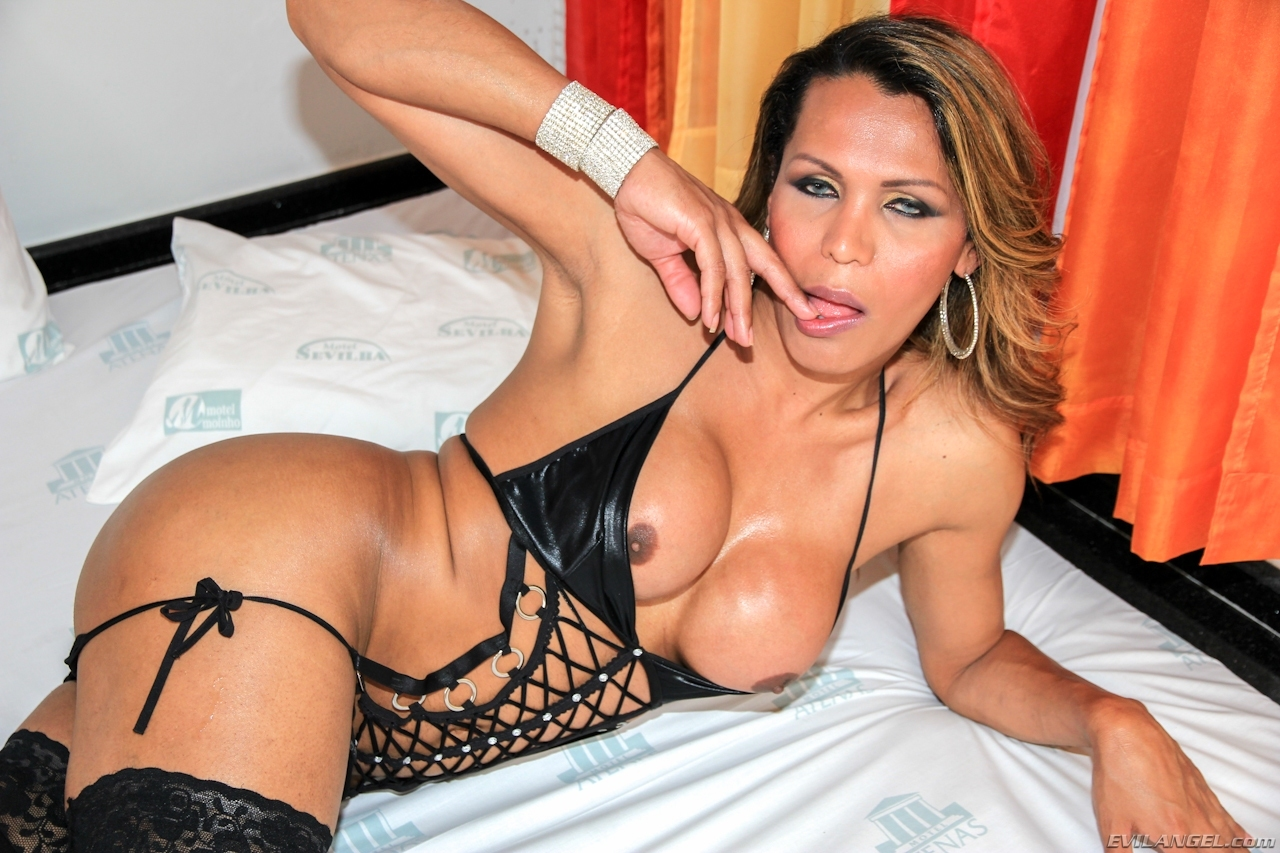 Busty T Girl Carla Araujo Waiting For You In Bed